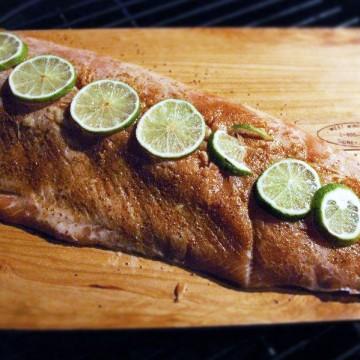 grilling salmon on cedar plank
